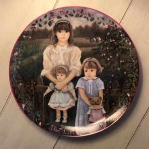 """""""Sisters Share the Little Things"""" Collectors Plate"""